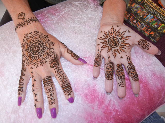 Mehndi Wale Hands : Hand swirls decorate the body drawing pinterest