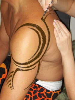 Man henna tattoo!  Tribal henna design on an athlete