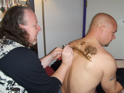 Ron of Red Moon Henna, what a fabulous henna artist!
