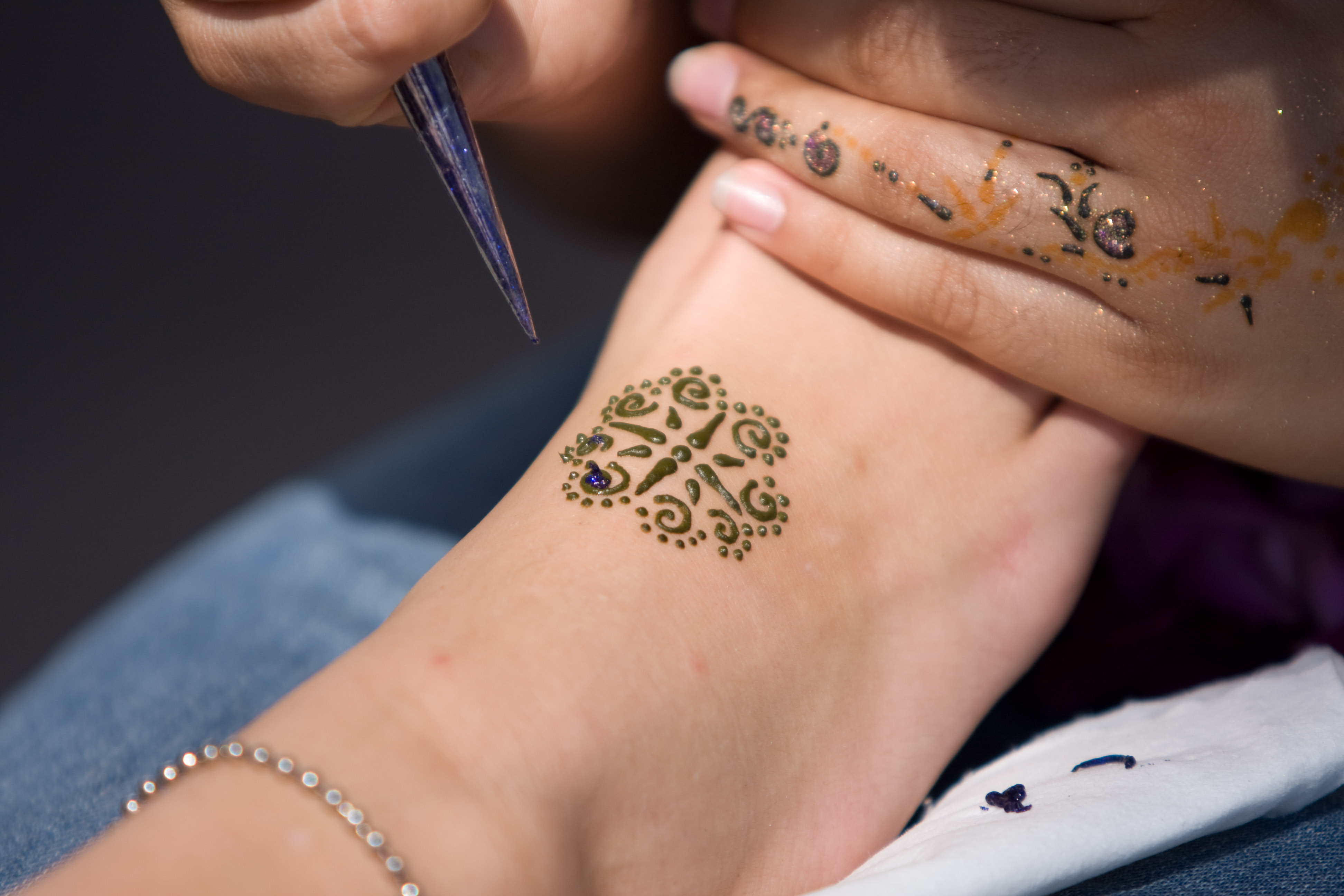 Henna design picture gallery henna tattoo pictures by for Henna tattoo shop
